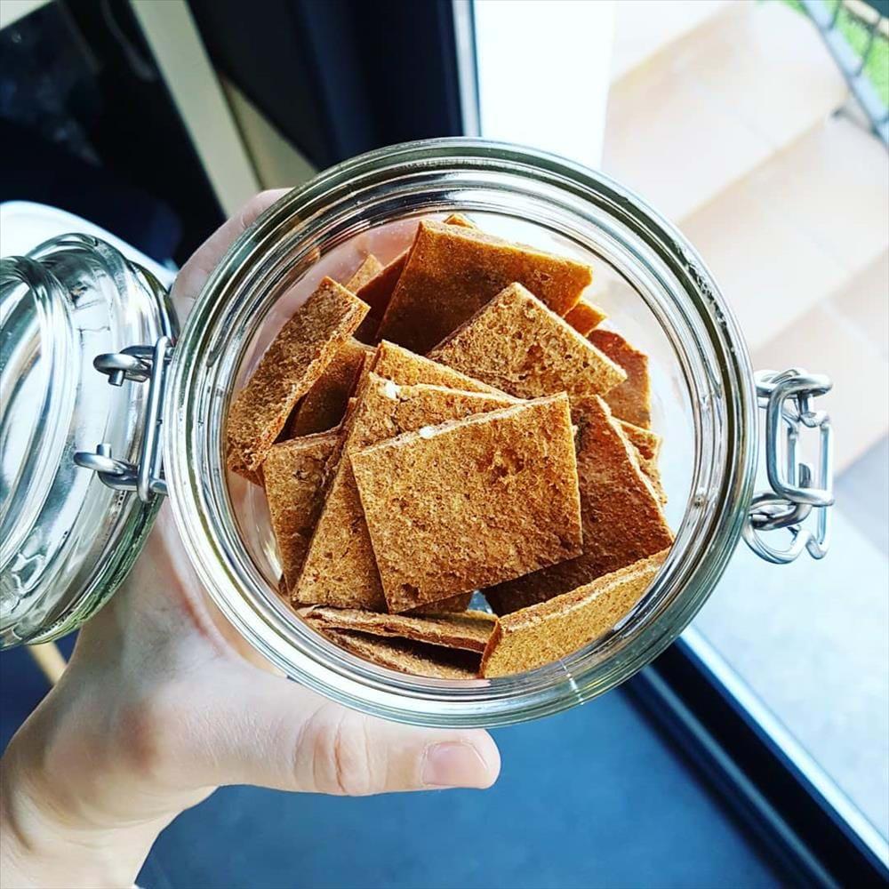 Crackers de trigo sarraceno con tomate deshidratado